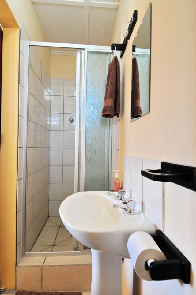 Room 9 @ Oasis Country Lodge